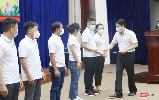 Quảng Nam: Đoàn y bác sĩ tình nguyện lên đường hỗ trợ TP HCM chống dịch COVID-19 ảnh 3