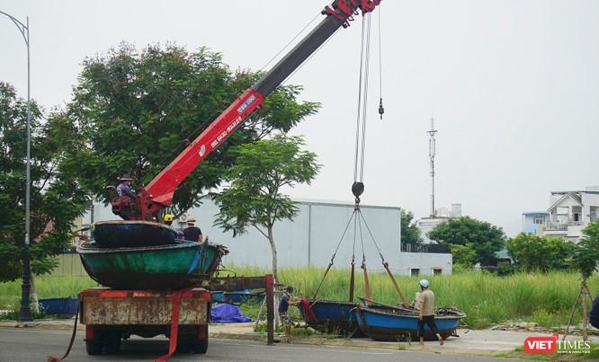 Ảnh: Người dân Đà Nẵng căng mình ứng phó với bão số 5 ảnh 5