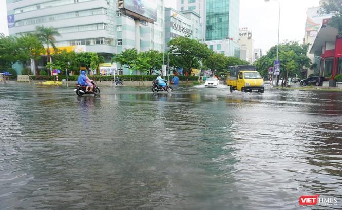 Cập nhật bão số 5 ở Đà Nẵng: Mưa lớn, gió giật mạnh, nhiều tuyến đường ngập nặng ảnh 7
