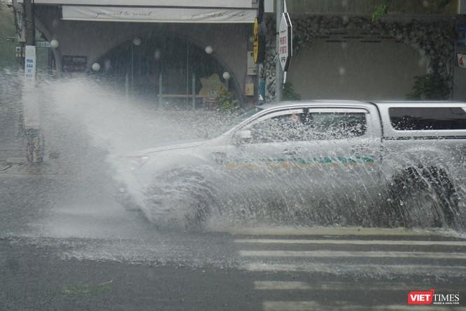 Cập nhật bão số 5 ở Đà Nẵng: Mưa lớn, gió giật mạnh, nhiều tuyến đường ngập nặng ảnh 4