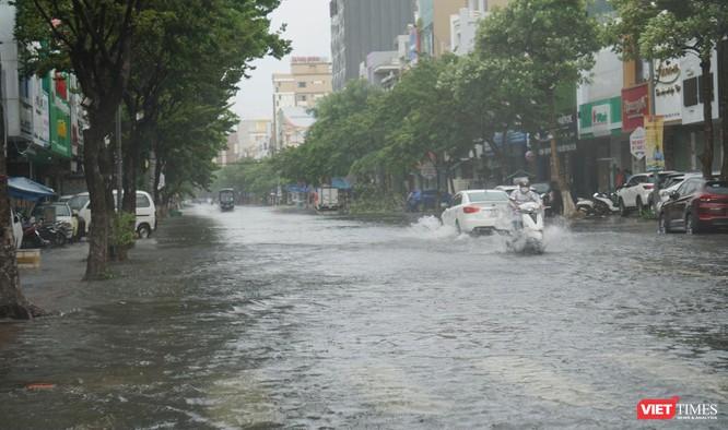 Cập nhật bão số 5 ở Đà Nẵng: Mưa lớn, gió giật mạnh, nhiều tuyến đường ngập nặng ảnh 2