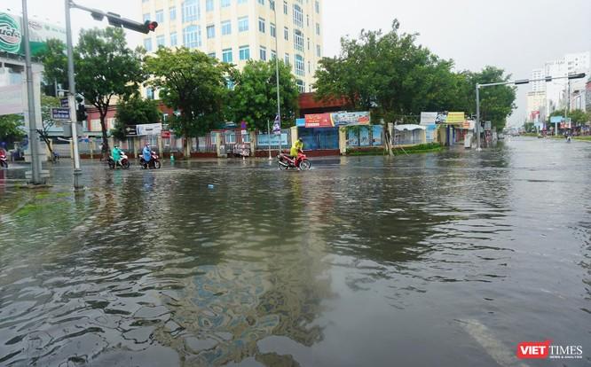 Cập nhật bão số 5 ở Đà Nẵng: Mưa lớn, gió giật mạnh, nhiều tuyến đường ngập nặng ảnh 3