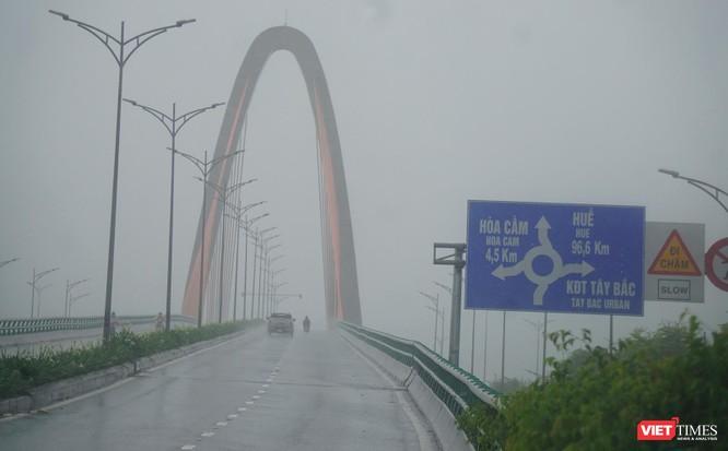 Cập nhật bão số 5 ở Đà Nẵng: Mưa lớn, gió giật mạnh, nhiều tuyến đường ngập nặng ảnh 1