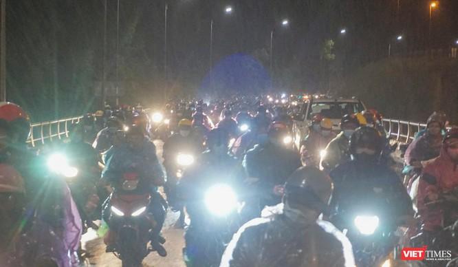 Lần đầu tiên mở hầm Hải Vân cho xe máy của người dân từ miền Nam về quê đi qua ảnh 4