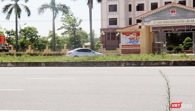 """Hoảng sợ nhìn cách chạy xe """"không giống ai"""" ở huyện Lộc Hà (Hà Tĩnh) ảnh 1"""