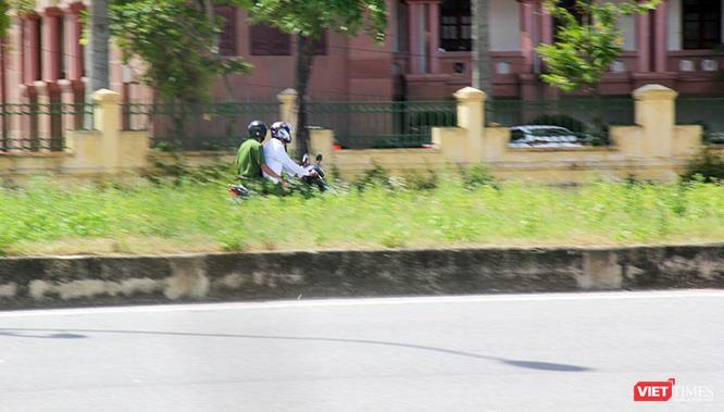 """Hoảng sợ nhìn cách chạy xe """"không giống ai"""" ở huyện Lộc Hà (Hà Tĩnh) ảnh 15"""