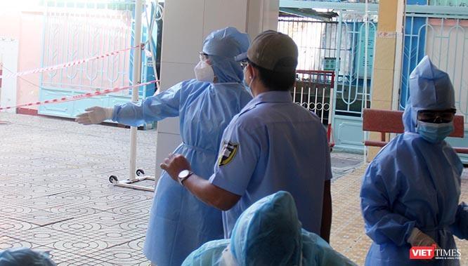 300 sinh viên Hải Dương giữa tâm dịch COVID-19: Vào TP.HCM không phải để buồn ảnh 4