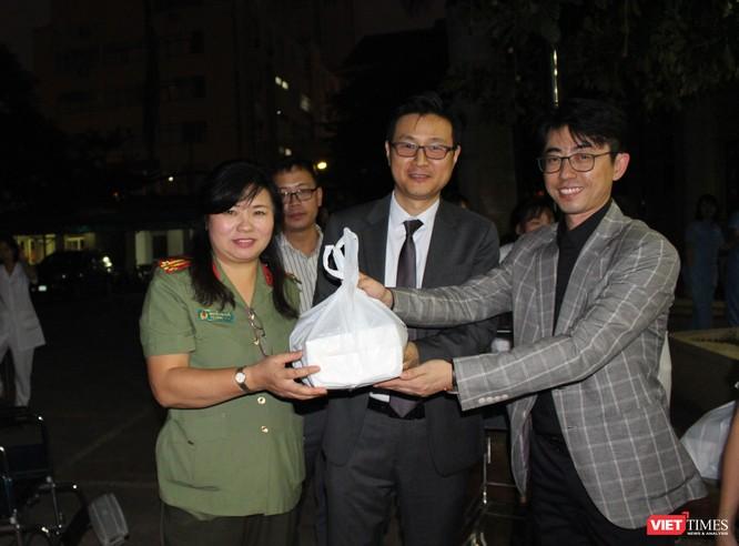 Hội Truyền thông số VN và công ty Don Chicken trao 900 suất quà thiện nguyện tại Bệnh viện 19-8 ảnh 4