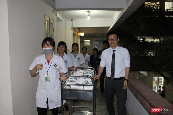 Hội Truyền thông số VN và công ty Don Chicken trao 900 suất quà thiện nguyện tại Bệnh viện 19-8 ảnh 6
