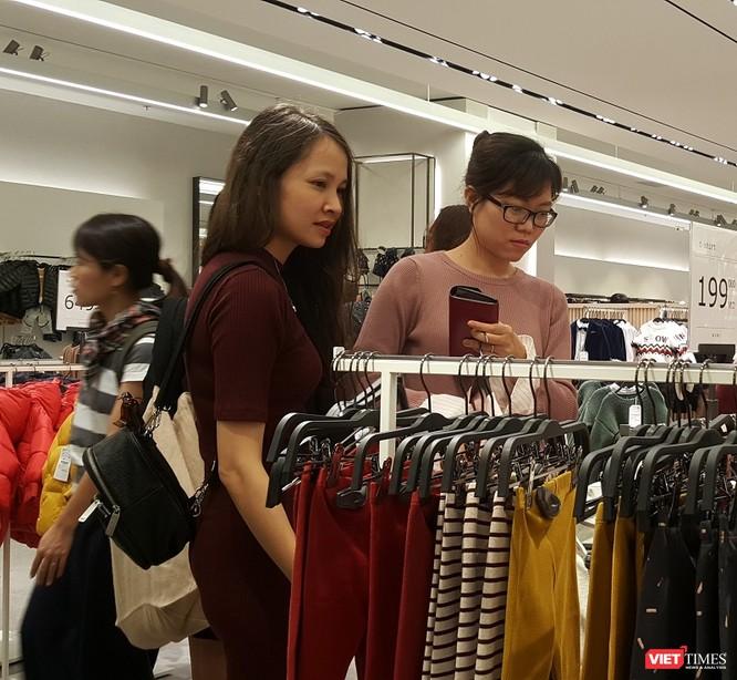 Zara Hà Nội khai trương: Mưa cả ngày vẫn kẹt cứng khách ảnh 12