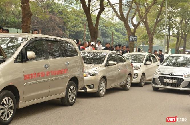 Tài xế Uber, Grab tuần hành đòi giảm chiết khấu: Vì sao nên nỗi? ảnh 1