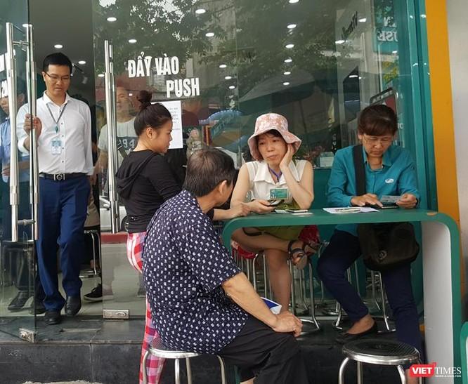 Người dân vẫn đổ xô đăng ký thông tin mặc dù nhà mạng thông báo lùi hạn đăng ký ảnh 9