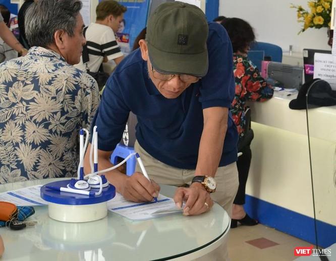 Người dân vẫn đổ xô đăng ký thông tin mặc dù nhà mạng thông báo lùi hạn đăng ký ảnh 2
