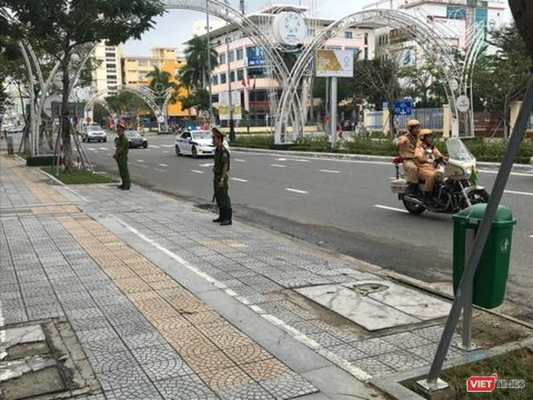 Cảnh sát dẫn đoàn nguyên thủ Nga về khách sạn