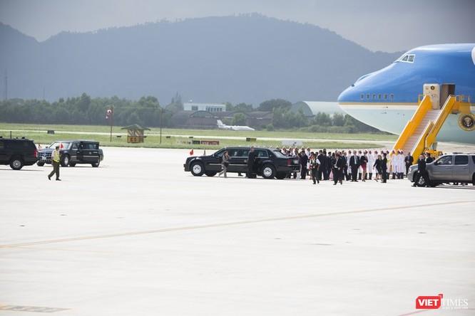 Lễ đón Tổng thống Mỹ Donald Trump đến Đà Nẵng dự Tuần lễ cấp cao APEC ảnh 9