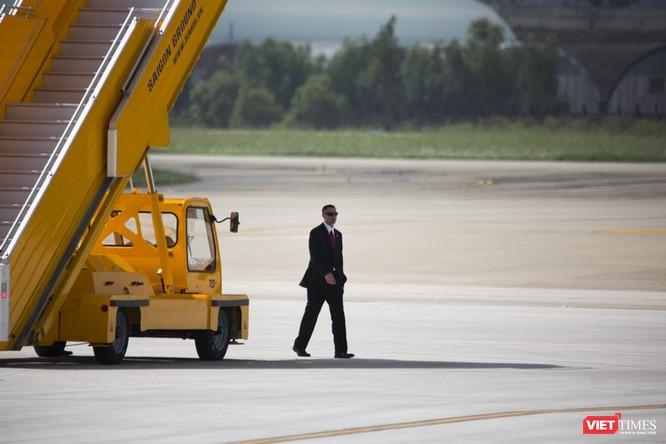Lễ đón Tổng thống Mỹ Donald Trump đến Đà Nẵng dự Tuần lễ cấp cao APEC ảnh 8