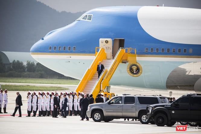 Lễ đón Tổng thống Mỹ Donald Trump đến Đà Nẵng dự Tuần lễ cấp cao APEC ảnh 11