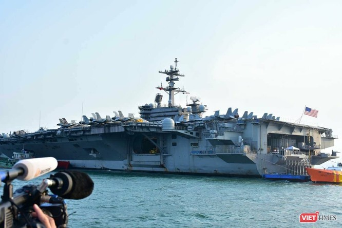 Chiêm ngưỡng tàu sân bay Mỹ USS Carl Vinson đang neo đậu ở Cảng Tiên Sa - ảnh 11