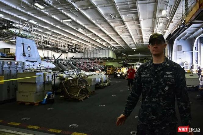 Chiêm ngưỡng tàu sân bay Mỹ USS Carl Vinson đang neo đậu ở Cảng Tiên Sa - ảnh 29
