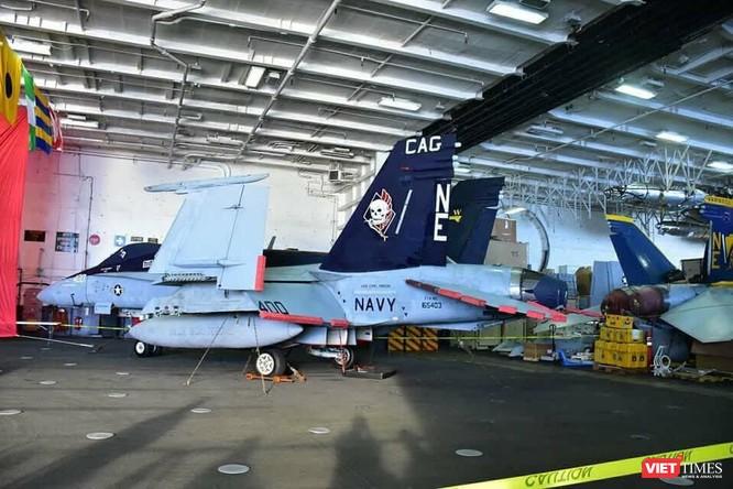 Chiêm ngưỡng tàu sân bay Mỹ USS Carl Vinson đang neo đậu ở Cảng Tiên Sa - ảnh 21