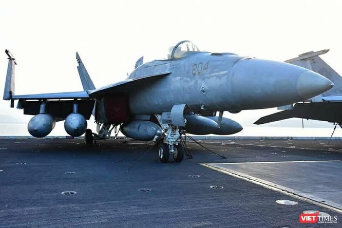 Chiêm ngưỡng tàu sân bay Mỹ USS Carl Vinson đang neo đậu ở Cảng Tiên Sa - ảnh 16