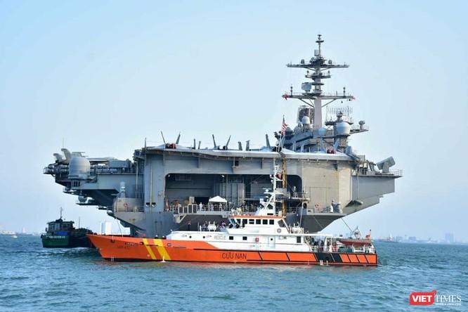 Chiêm ngưỡng tàu sân bay Mỹ USS Carl Vinson đang neo đậu ở Cảng Tiên Sa - ảnh 14