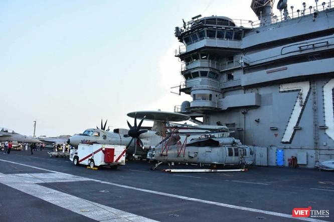 Chiêm ngưỡng tàu sân bay Mỹ USS Carl Vinson đang neo đậu ở Cảng Tiên Sa - ảnh 18