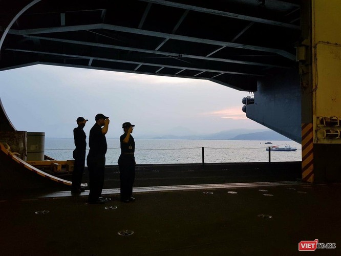 Chiêm ngưỡng tàu sân bay Mỹ USS Carl Vinson đang neo đậu ở Cảng Tiên Sa - ảnh 20