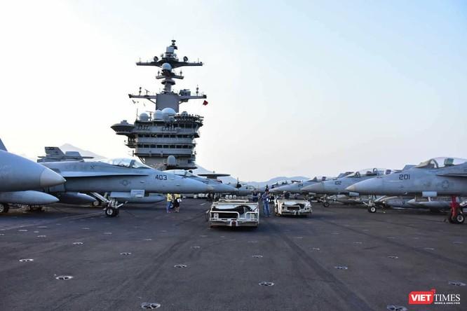 Chiêm ngưỡng tàu sân bay Mỹ USS Carl Vinson đang neo đậu ở Cảng Tiên Sa - ảnh 25