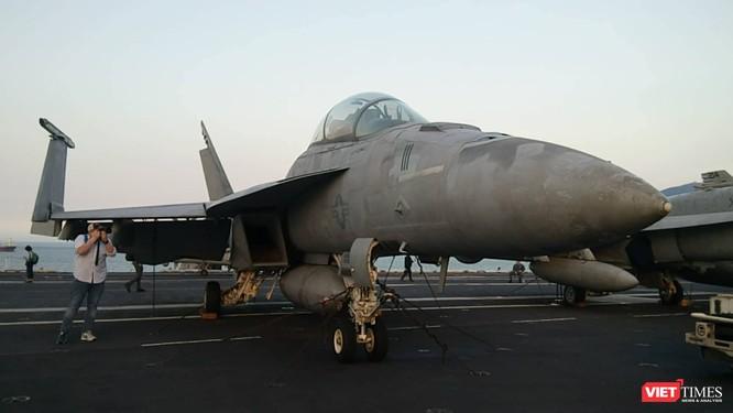 Chiêm ngưỡng tàu sân bay Mỹ USS Carl Vinson đang neo đậu ở Cảng Tiên Sa - ảnh 24