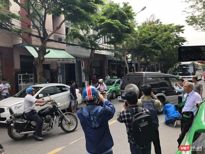 Khám xét nhà cựu Chủ tịch TP. Đà Nẵng: Công an thu giữ 1 máy tính và nhiều tài liệu ảnh 10