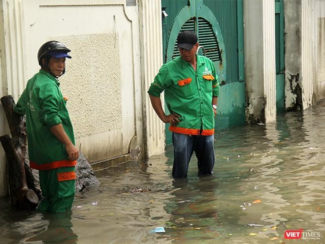 Người Sài Gòn trấn tĩnh sau bão lớn ảnh 7