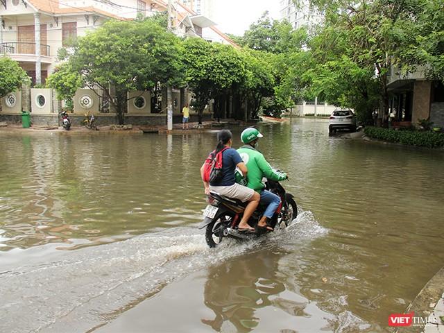 Người Sài Gòn trấn tĩnh sau bão lớn ảnh 10