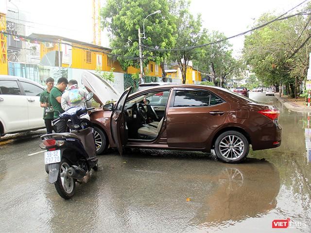 Người Sài Gòn trấn tĩnh sau bão lớn ảnh 11