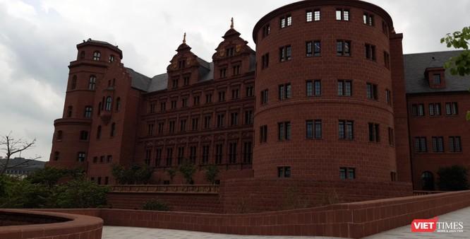 Thăm khu phức hợp Huawei tại Trung Quốc - lâu đài châu Âu giữa lòng châu Á ảnh 5