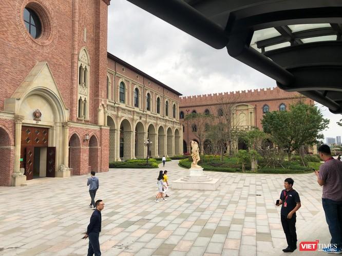 Thăm khu phức hợp Huawei tại Trung Quốc - lâu đài châu Âu giữa lòng châu Á ảnh 4