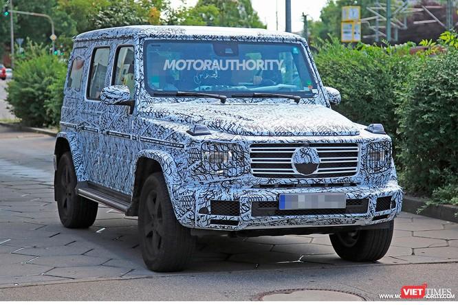 Mercedes-Benz G-Class thế hệ mới bị tóm gọn khi đang chạy thử nghiệm (Ảnh: motorauthority)