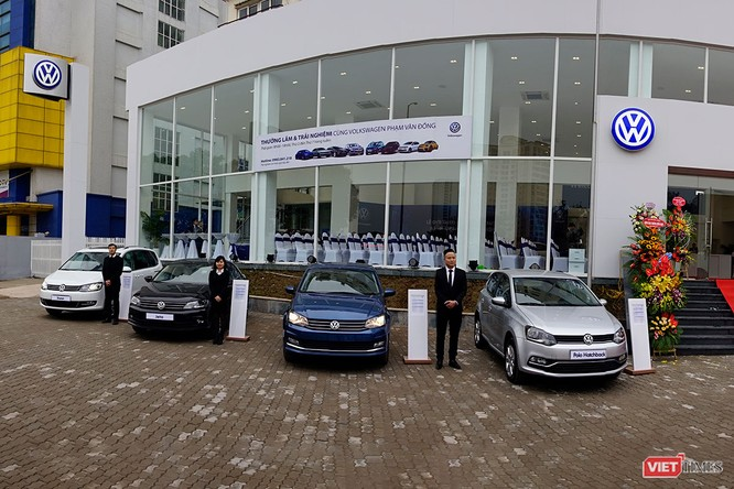 Hai showroom của đại lý 4S VW AutoHaus đồng loạt khai trương tại Hà Nội ảnh 1