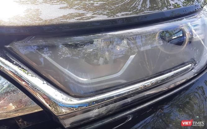 Hết gỉ sét, Honda CR-V 2018 lại thêm tật mờ đèn pha ảnh 1