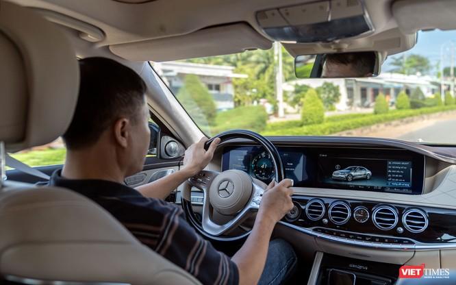 """Không chỉ phục vụ """"ông chủ"""", Mercedes-Benz S-Class 2018 giờ còn làm được nhiều hơn thế ảnh 7"""