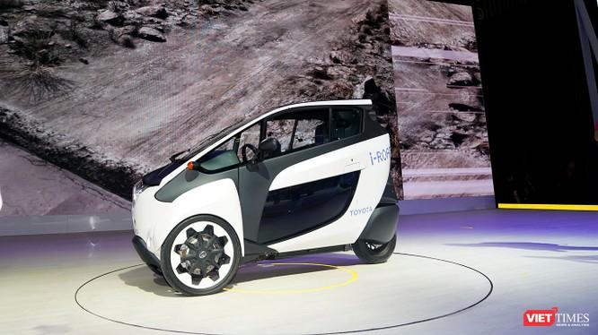 Toyota i-ROAD: Mẫu xe lai giữa ô tô và mô tô, nặng 300 kg ảnh 6