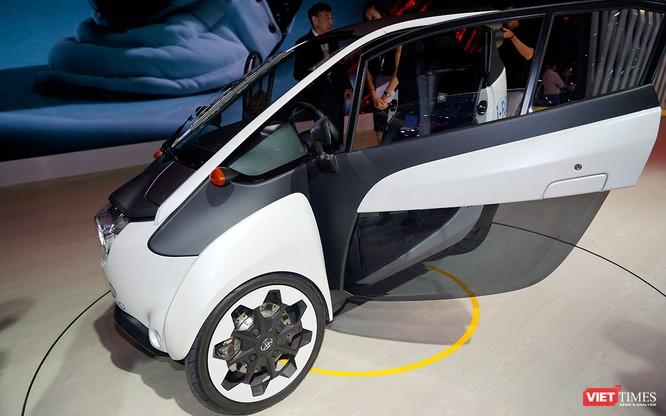 Toyota i-ROAD: Mẫu xe lai giữa ô tô và mô tô, nặng 300 kg ảnh 7