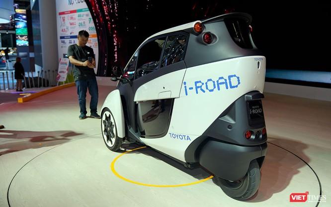 Toyota i-ROAD: Mẫu xe lai giữa ô tô và mô tô, nặng 300 kg ảnh 8