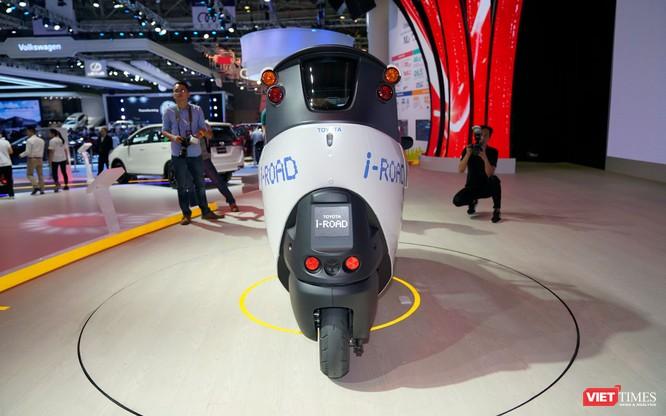 Toyota i-ROAD: Mẫu xe lai giữa ô tô và mô tô, nặng 300 kg ảnh 9