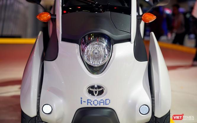 Toyota i-ROAD: Mẫu xe lai giữa ô tô và mô tô, nặng 300 kg ảnh 10