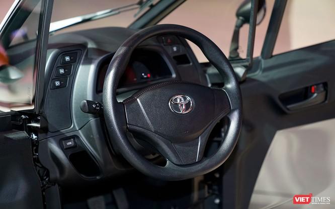 Toyota i-ROAD: Mẫu xe lai giữa ô tô và mô tô, nặng 300 kg ảnh 4