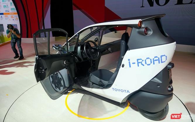 Toyota i-ROAD: Mẫu xe lai giữa ô tô và mô tô, nặng 300 kg ảnh 3