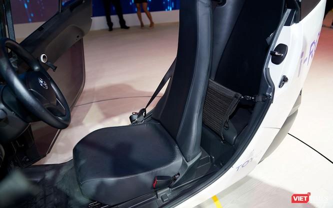 Toyota i-ROAD: Mẫu xe lai giữa ô tô và mô tô, nặng 300 kg ảnh 5