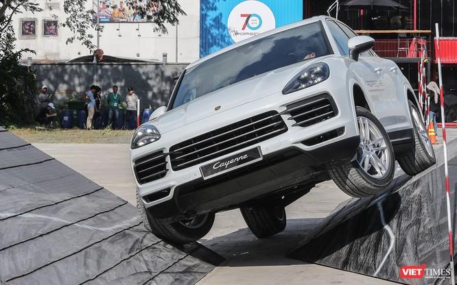 Porsche Cayenne thế hệ mới: Không chỉ dành cho phố thị ảnh 10