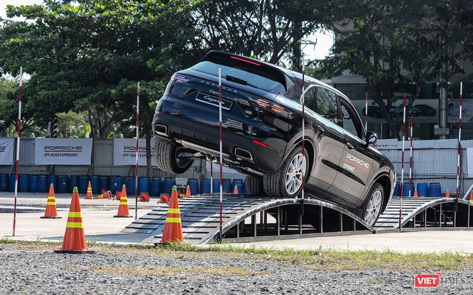 Porsche Cayenne thế hệ mới: Không chỉ dành cho phố thị ảnh 5